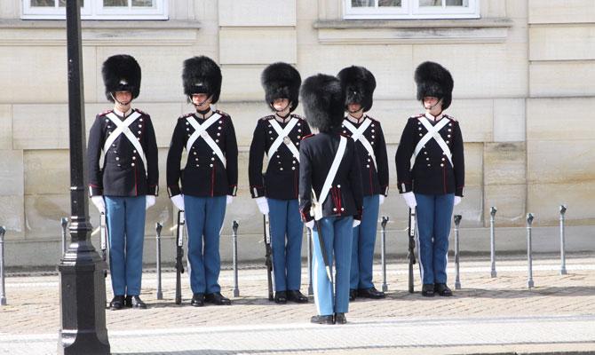 アマリエンボー宮殿での衛兵交替