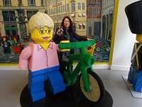 レゴの大作。背景の街もレゴ