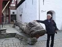 大きな木彫りのタラと