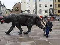 オスロ駅前のトラの像