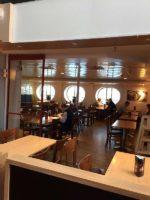 船内のレストラン