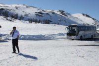 Sysenvatnというダム湖の駐車場。まだ雪がたっぷり